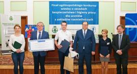 Bartosz Ruszkowski na podium Ogólnopolskiego Konkursu Wiedzy o Zasadach BHP w Warszawie