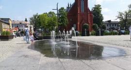 Woda w fontannie nie jest badana przez sanepid. Kąpiel w niej jest niebezpieczna!