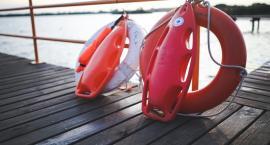 Bezpieczne wakacje nad wodą. Ratownik WOPR radzi
