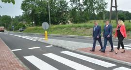 Mokre Łąki. Półkilometrowy odcinek zmodernizowanej drogi powiatowej oddany do użytku