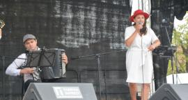Francais i Natalia Lubrano wystąpili z francuskim repertuarem na kartuskim Rynku