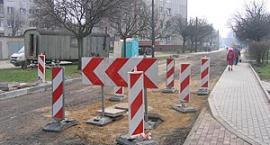 Trwa naprawa ulicy Ceynowy w Kartuzach. Utrudnienia w ruchu mogą potrwać nawet do końca miesiąca