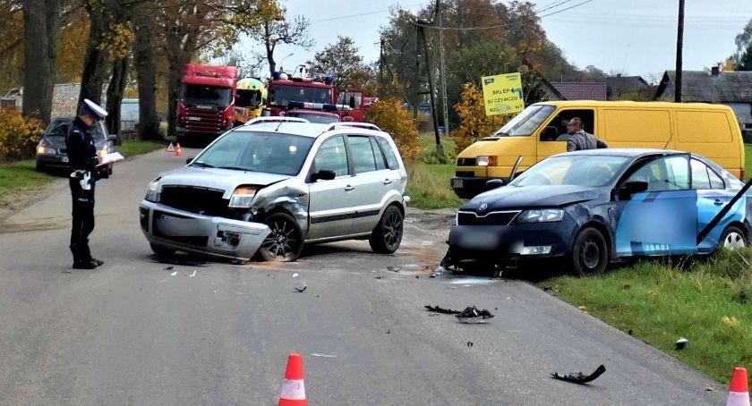 Wypadki, Foshuta Zderzenie forda skodą osoby szpitalu - zdjęcie, fotografia