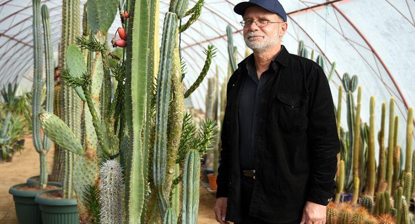 Ludzie i pasje, Kolekcjoner kaktusów szuka swojego zbioru - zdjęcie, fotografia