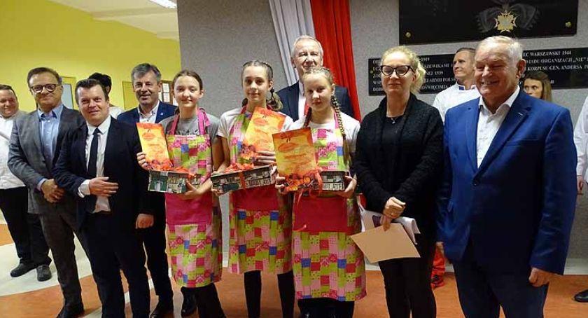 Szkoły średnie, Jesienny Piknik Kaszubach darami jesieni kuchni stole - zdjęcie, fotografia