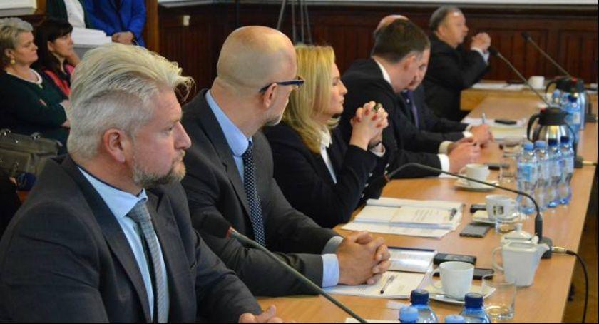 Wieści z samorządów, Sesja Powiatu Kościerskiego - zdjęcie, fotografia