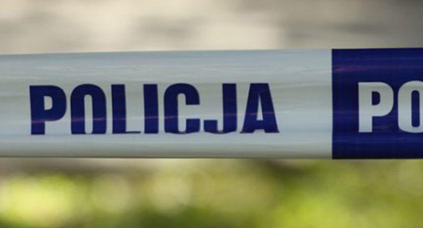 Wypadki, Stara Kiszewa latek mercedesem uderzył budynek mieszkalny - zdjęcie, fotografia