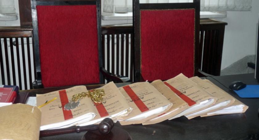 Z sali sądowej, Ruszył proces afery alkoholowej Zeznawali policjanci - zdjęcie, fotografia