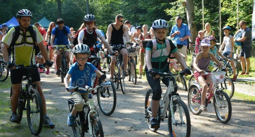 Kolarstwo, Rodzinny Rowerowy trasę udało ponad osób - zdjęcie, fotografia