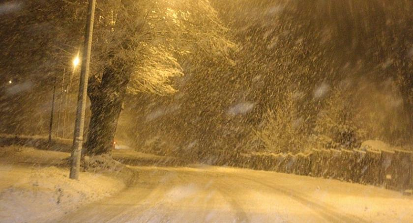Transport, Sparaliżowany drogach przez śnieg - zdjęcie, fotografia