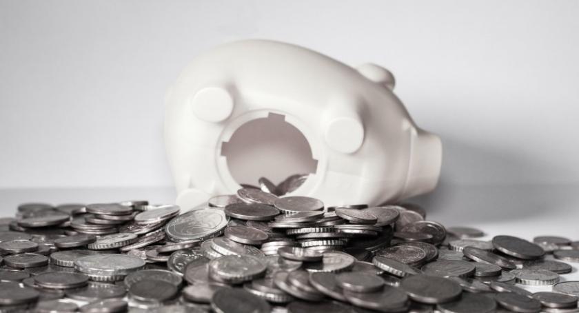 Artykuł sponsorowany, Gdzie oszczędzać pieniądze - zdjęcie, fotografia