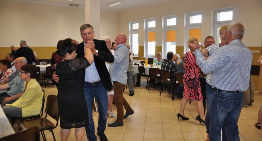 Seniorzy, Seniorzy bawili Grabówku - zdjęcie, fotografia