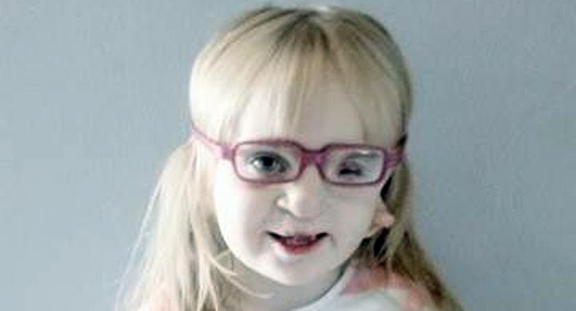 Akcje społeczne i charytatywne, tysięcy złotych tylko potrzeba uratować życie dwuletniej Julki - zdjęcie, fotografia