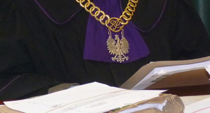 Z sali sądowej, Poszukiwania sędziego Janusza zakończone stawił aresztu - zdjęcie, fotografia