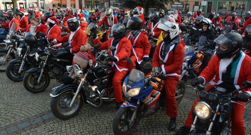 Imprezy, Zmotoryzowane Mikołaje kościerskim Rynku - zdjęcie, fotografia