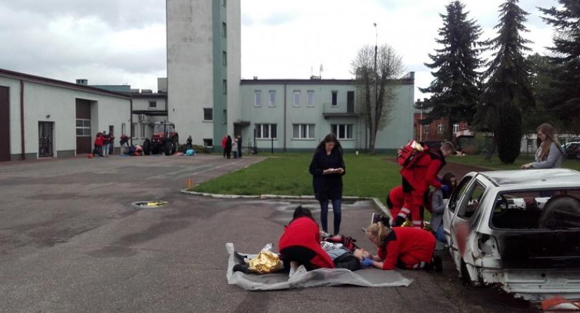 Szkoły średnie, Uczniowie Prymusa Ekonomika najlepsi udzielaniu pierwszej pomocy - zdjęcie, fotografia