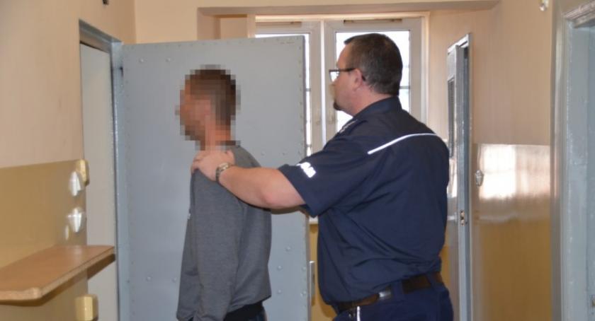Kronika policyjna, areszt sprawcy brutalnego pobicia latka - zdjęcie, fotografia