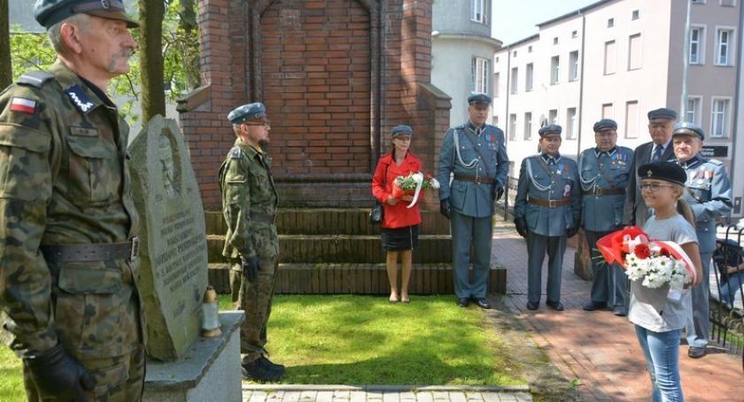 Organizacje pozarządowe, Związek Piłsudczyków harcerze uczcili rocznicę śmierci Józefa Piłsudskiego - zdjęcie, fotografia