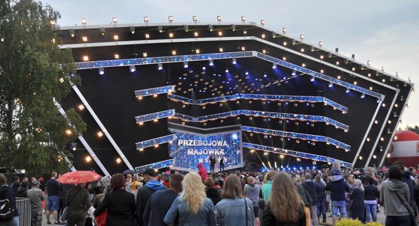 Imprezy, Przebojowa Majówka Stężycy tłumy bawiły gwiazdami rytmach disco - zdjęcie, fotografia