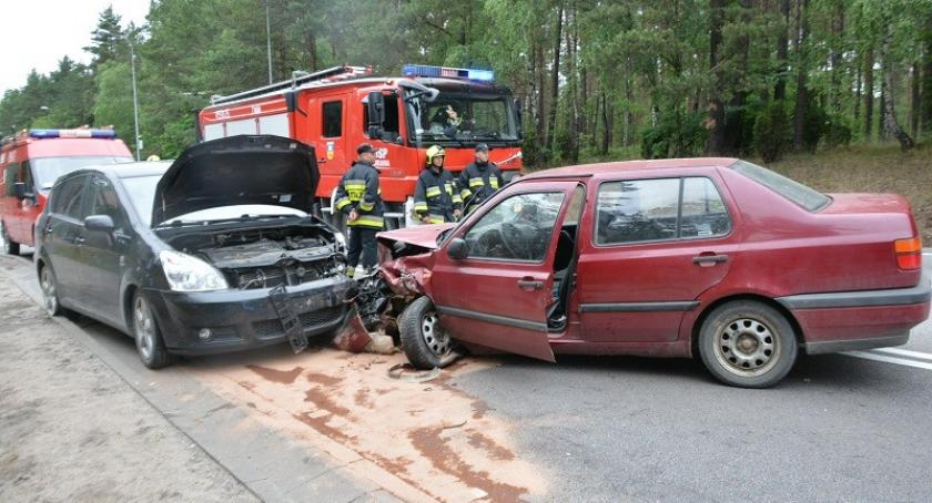 Wypadki, Zderzenie trzech pojazdów jedna osoba ranna - zdjęcie, fotografia