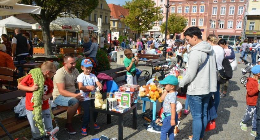 Akcje społeczne i charytatywne, Giełda Dzieci kościerskim Rynku - zdjęcie, fotografia