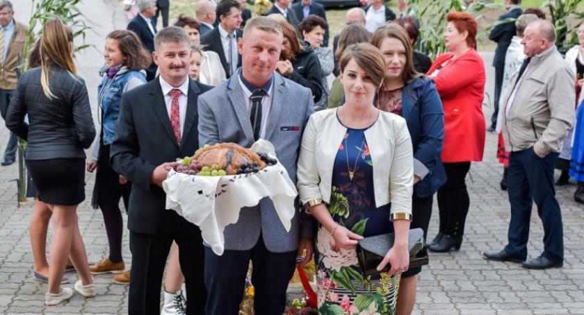 Imprezy, Rolnicy gminy Karsin dziękowali plony Osowie - zdjęcie, fotografia