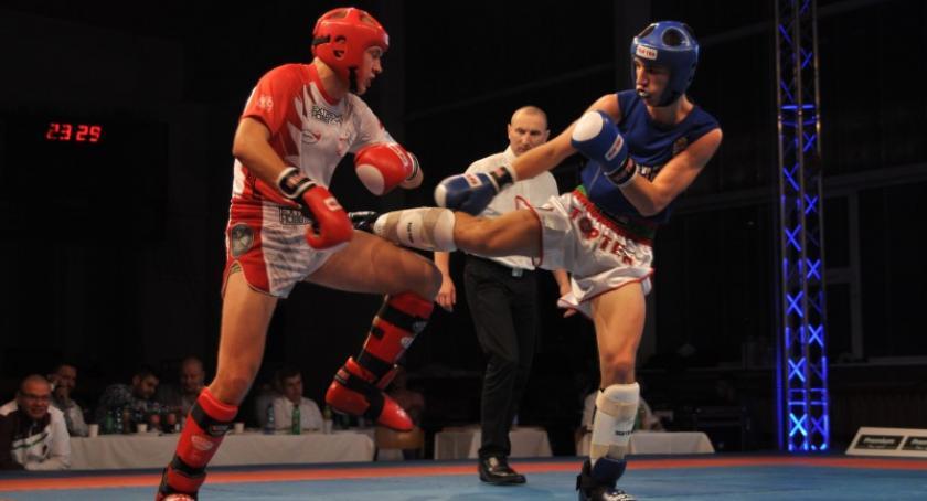 Sporty walki, Reprezentacja biało czerwonych zwycięzcą kickboxingu Polska Węgry - zdjęcie, fotografia