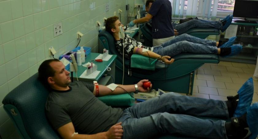 Akcje społeczne i charytatywne, Kościerzyna Dzielili płynem ratującym życie - zdjęcie, fotografia