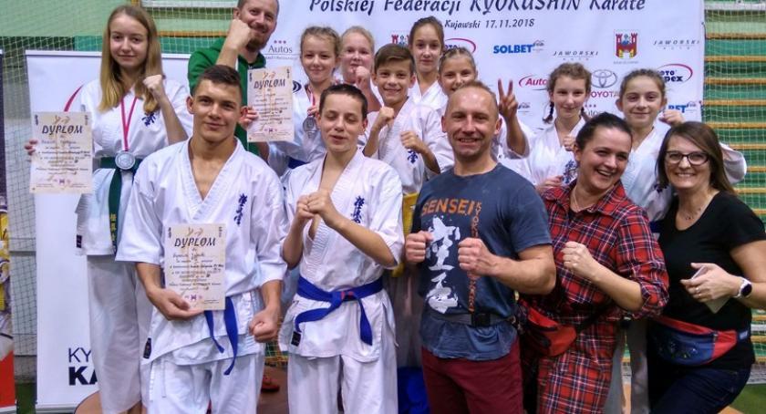 Sporty walki, medale kościerskich karateków Mistrzostwach Polski Juniorów - zdjęcie, fotografia