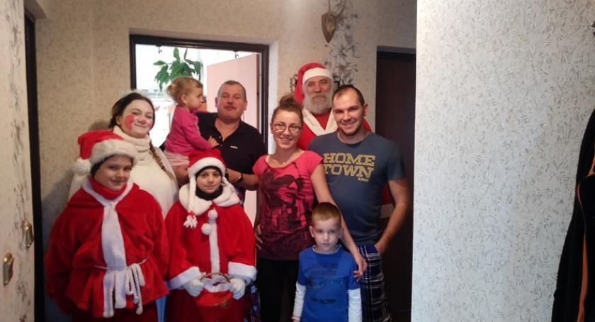 Pomoc społeczna, socjalna, Mikołaj pomocnikami odwiedził mieszkańców Wysina - zdjęcie, fotografia