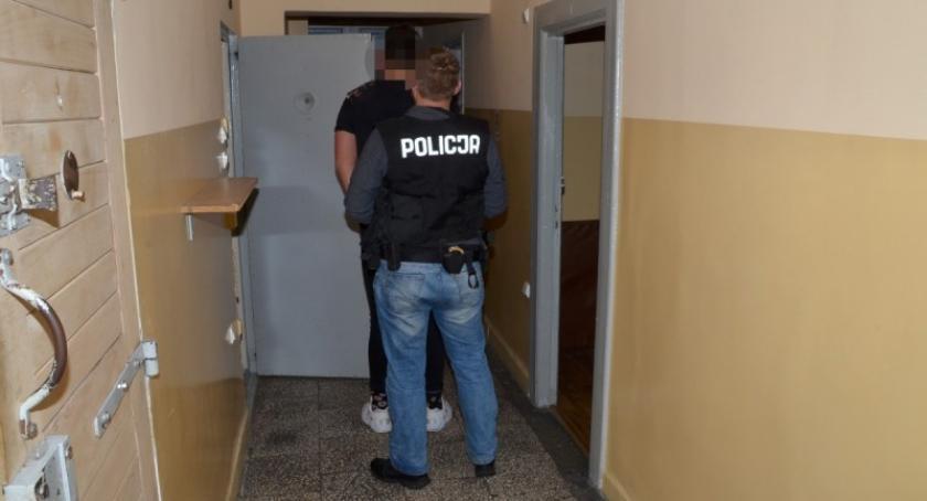 Kronika policyjna, Kościerzyna latek zatrzymany narkotykami - zdjęcie, fotografia