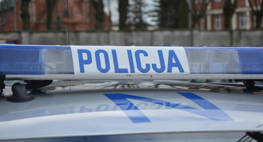 Kronika policyjna, zatrzymał kontroli porzucił uciekł Dzień później zgłoszono kradzież pojazdu - zdjęcie, fotografia