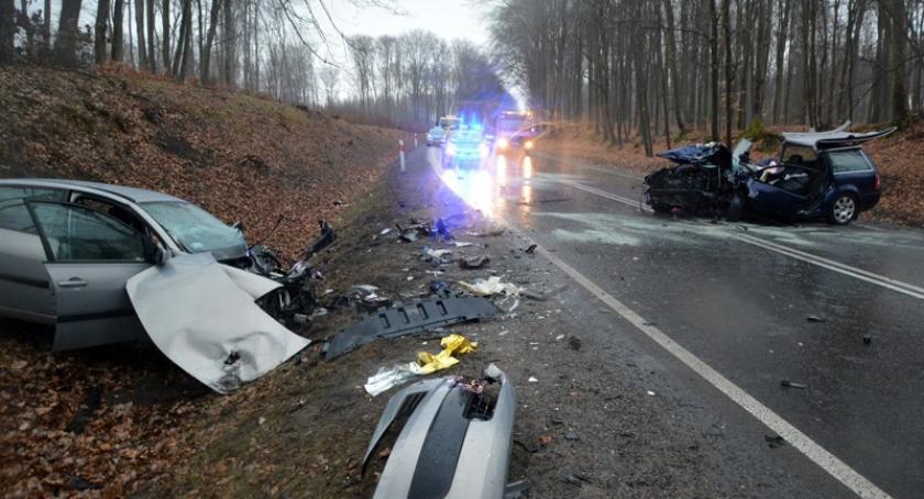 Wypadki, Kościerzyna Wypadek podczas wyprzedzania żyje dwumiesięczne dziecko pięć osób rannych - zdjęcie, fotografia