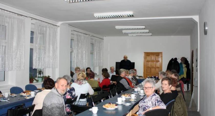 Seniorzy, Policjanci spotkali seniorami - zdjęcie, fotografia