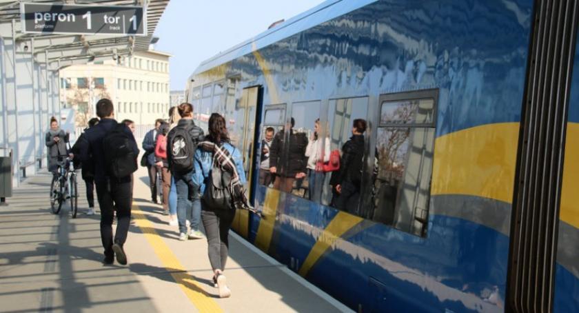 Transport, Kolejny rekord przejazdów pociągami skorzystało milionów pasażerów - zdjęcie, fotografia
