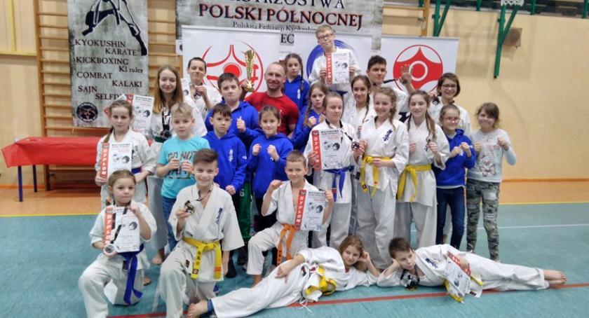 Sporty walki, Sukcesy kościerskich karateków Mistrzostwach Polski Północnej - zdjęcie, fotografia