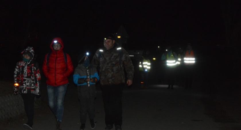 Religia, Około osób wyruszyło Ekstremalną Drogę Krzyżową Osady Burego Misia - zdjęcie, fotografia