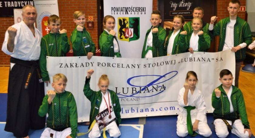 Sporty walki, Dziewięć medali kościerskich karateków Otwartych Mistrzostwach Pomorza - zdjęcie, fotografia