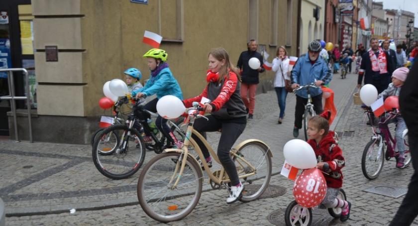 Uroczystości patriotyczne, Biało czerwona parada rowerowa Kościerzynie - zdjęcie, fotografia