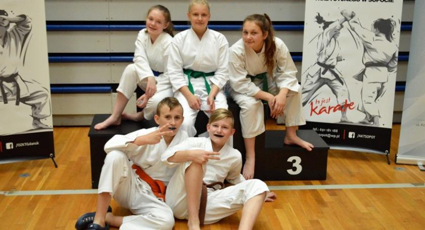 Sporty walki, Kościerscy karatecy kolejnymi medalami - zdjęcie, fotografia
