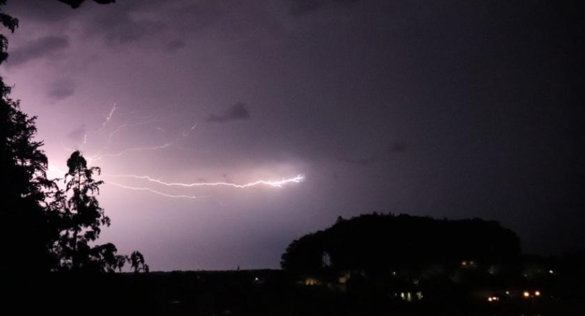 Ostrzeżenia pogodowe, Zapowiada burzowa Kaszubami wydano ostrzeżenia stopnia - zdjęcie, fotografia