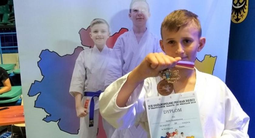 Sporty walki, Sukces młodego karateki Mistrzostwach Polski Dzieci - zdjęcie, fotografia