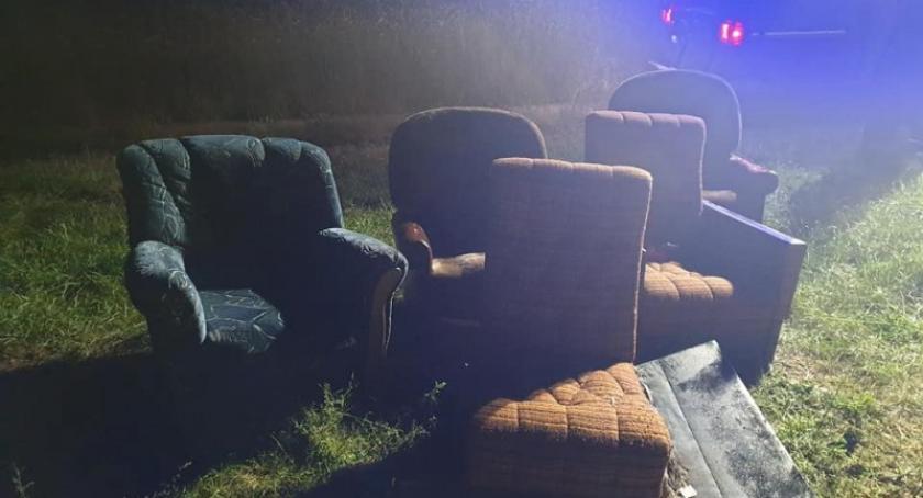 Kronika policyjna, sobótkowym ognisku spalał śmieci latek ukarany mandatem - zdjęcie, fotografia