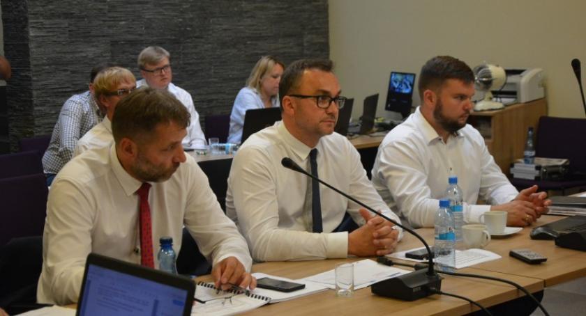 Wieści z samorządów, Burmistrz Michał Majewski wotum zaufania absolutorium - zdjęcie, fotografia