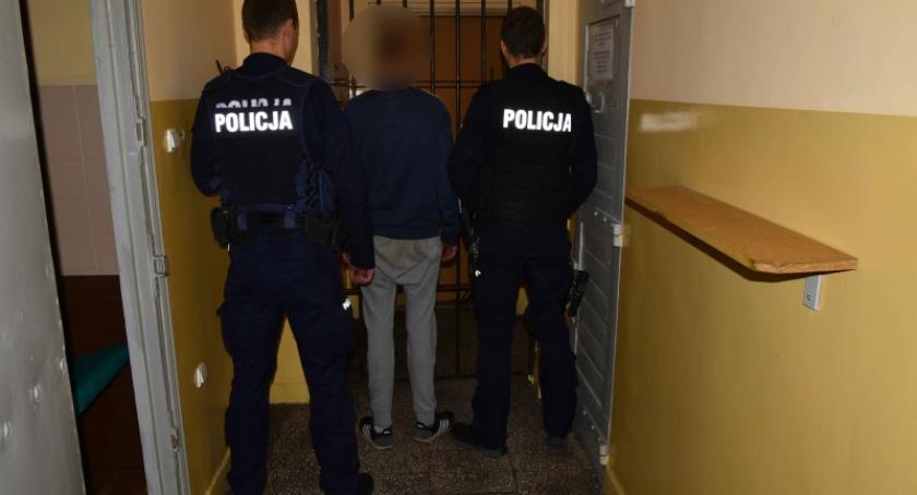 Kronika policyjna, Wpadł wychodził łupem zatrzymał latek - zdjęcie, fotografia