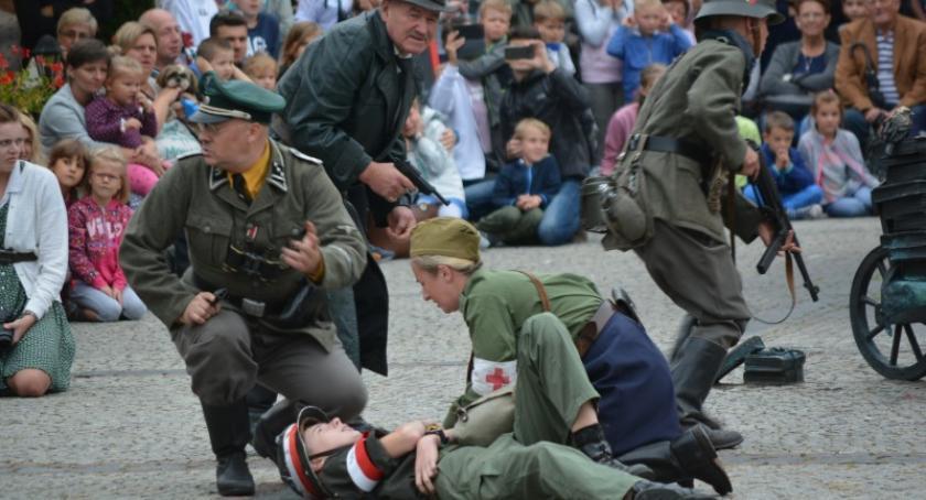 Uroczystości patriotyczne, Kościerzynie upamiętniono rocznicę wybuchu Powstania Warszawskiego - zdjęcie, fotografia