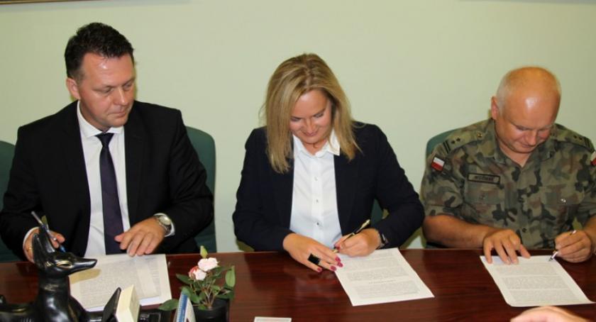 Wojsko, notarialny podpisany! Kościerzynie powstanie - zdjęcie, fotografia