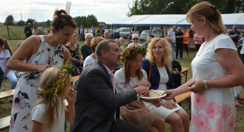 Imprezy, Rolnicy gminy Dziemiany dziękują plony Piechowicach - zdjęcie, fotografia