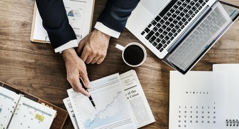 Biznes i finanse, audyt strony internetowej dlaczego ważna twojego biznesu - zdjęcie, fotografia