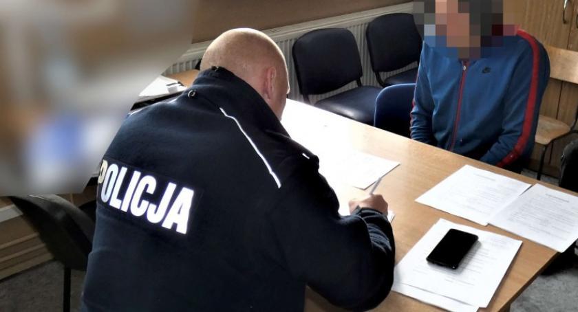 Kronika policyjna, Będomin Jechał slalomem widział dziury których było - zdjęcie, fotografia